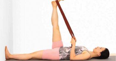 Supta Padangusthasana : posture allongée pied en main