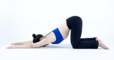 Uttana Shishosana : posture du chiot allongé