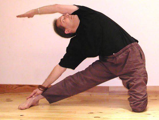 Parighasana : posture de la charnière