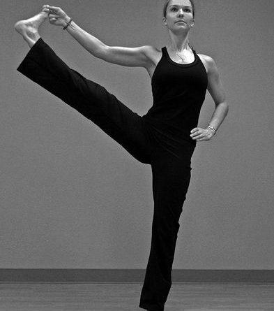 Utthita Hasta Padangusthasana : posture du bras tendu au gros orteil