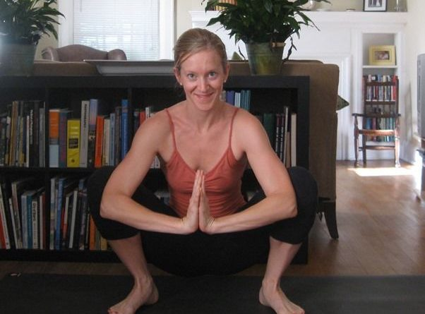 Malasana : posture de la guirlande