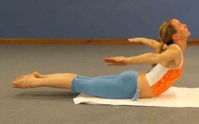 Salabhasana : posture de la sauterelle