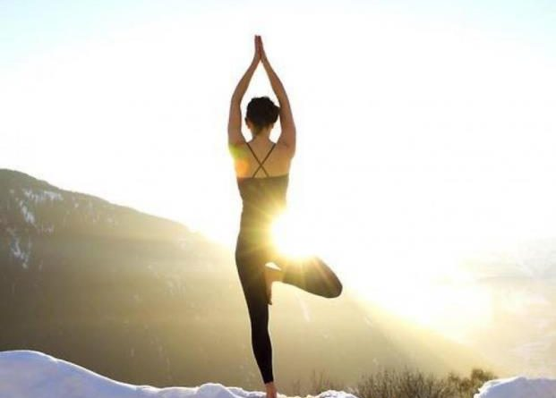 Vrksasana   posture de l arbre - Therapeutes magazine 1fb2ad2c114