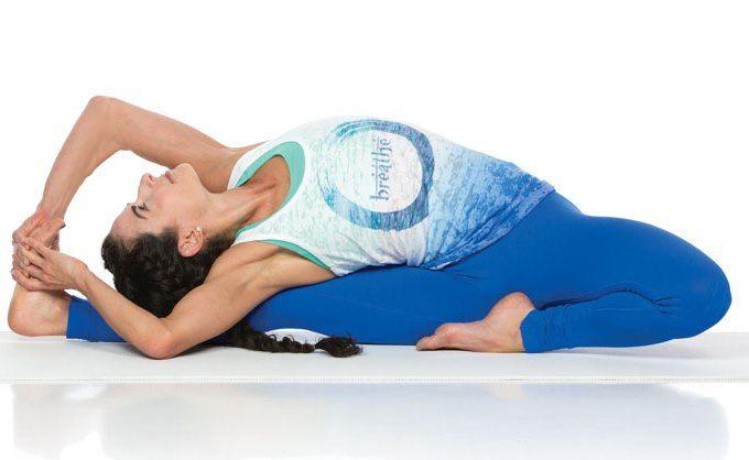 Parivrtta Janu Sirsasana : posture de la tête au genou