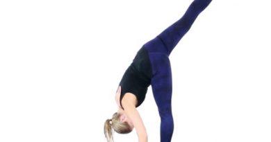 Urdhva Prasarita Eka Padasana : posture de la fente debout