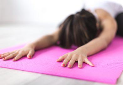Faire du yoga pendant ses règles : possible, ou non ?