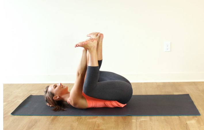posture yoga bebe heureux