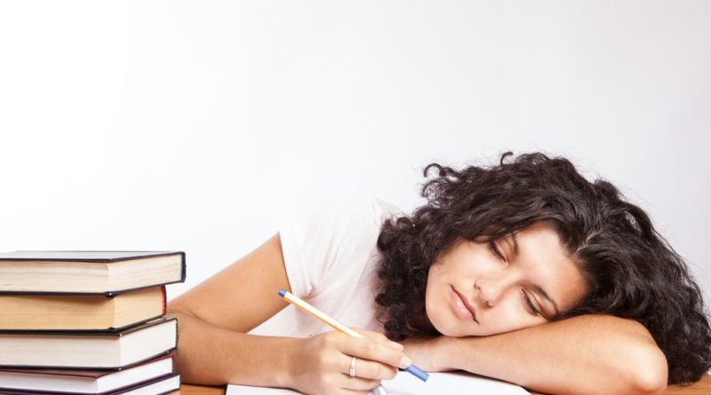 Tout sur le manque de sommeil: facteurs, causes et conséquences