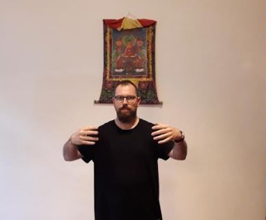 posture de meditation debout