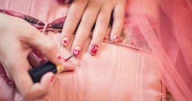 les dangers des vernis à ongles
