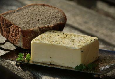 Cholestérol en hausse : la tartine de beurre est elle vraiment incompatible ?