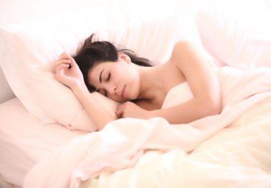 Sophrologie et hypnose, 2 approches efficaces pour retrouver un meilleur sommeil