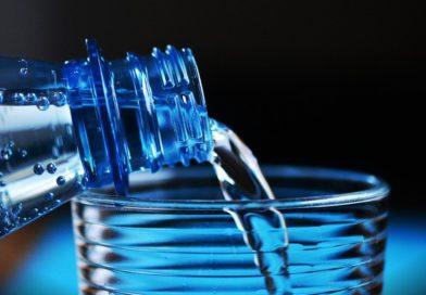 Boire avant d'avoir soif, prévention ou mauvaise habitude ?